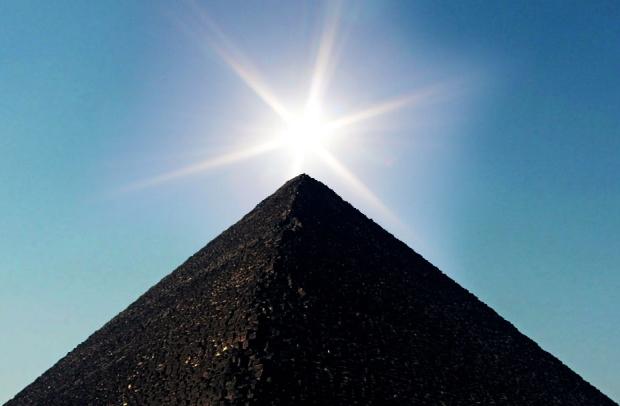 sun_over_pyramid